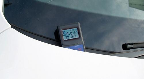 写真:東電社員が修理に持ち込んだ車のワイパー付近で、毎時279マイクロシーベルトを計測した=福島県内の自動車修理業者提供