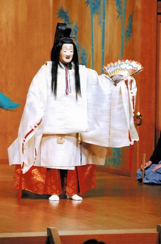 写真:中将の面で「融」を舞う観世清和さん