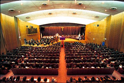 写真:通常はコンサートなどが催される立教大学タッカーホール