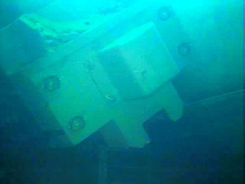 写真:福島第一原発3号機の使用済み燃料プール内にある燃料交換機の一部=東京電力提供