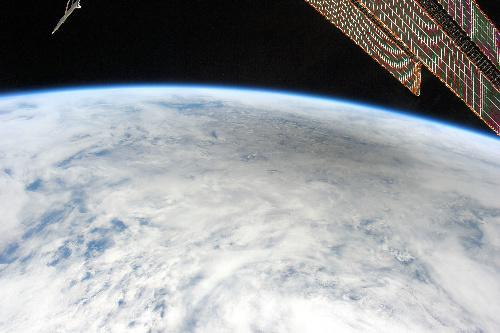 写真:金環日食があった日本時間21日、国際宇宙ステーションから撮影した月の影=NASAのドン・ペティ宇宙飛行士撮影