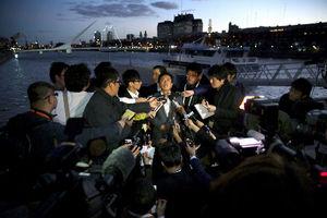 写真:プレゼンテーションのリハーサルを終え報道陣の質問に答える猪瀬直樹知事=3日、アルゼンチン・ブエノスアイレス、矢木隆晴撮影