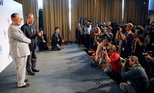 写真:多くの報道陣が集まり、東京招致委員会の竹田恒和理事長の発言に聴き入った=4日、ブエノスアイレス、矢木隆晴撮影