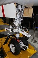 MRJの飛行試験機初号機の脚部分=2014年10月18日午後、愛知県豊山町、細川卓撮影