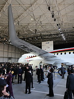 MRJ飛行試験機初号機の主翼=2014年10月18日午後、愛知県豊山町、細川卓撮影