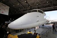 公開された「MRJ」の飛行試験機初号機の先端部分=2014年10月18日午後、愛知県豊山町、細川卓撮影