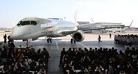 公開された「MRJ」の飛行試験機初号機=2014年10月18日午後、愛知県豊山町、細川卓撮影
