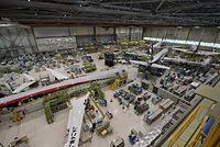 三菱航空機は2015年4月10日、MRJの機体組み立てや地上試験の現場を報道関係者に公開した=愛知県豊山町、同社提供