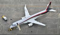 県営名古屋空港に姿を現した国産初のジェット旅客機・MRJ=2015年6月8日午前10時30分、愛知県豊山町、本社ヘリから、戸村登撮影