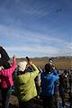 国産初のジェット旅客機MRJの初飛行を見る人たち=11日午前8時35分、愛知県豊山町の神明公園、吉本美奈子撮影