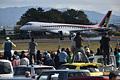 初飛行を終え、着陸したMRJ=11日午前11時1分、県営名古屋空港、小川智撮影