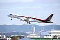 県営名古屋空港を飛び立つMRJ=11日午前9時35分、愛知県小牧市、飯塚悟撮影