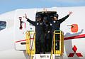 初飛行を終え、関係者に手を振るMRJのパイロットら=11日午前11時40分、県営名古屋空港、細川卓撮影