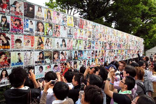 写真:AKB48選抜総選挙の会場・日本武道館には多くのファンが集まった=6日午後4時7分、東京都千代田区、金子淳撮影