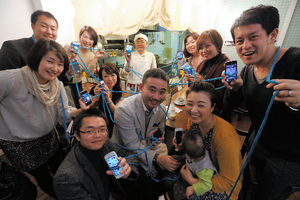 写真:フェイスブックでの呼びかけで集まったパパとママのランチ会=12月20日午後2時28分、東京都中央区京橋2丁目、金川雄策撮影