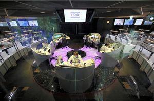 写真:企業へのサイバー攻撃を24時間態勢で監視するラック社のセキュリティー監視センター「JSOC」=東京都千代田区、西畑志朗撮影