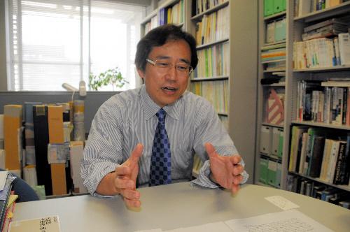 写真:「最も大切なのは命」と訴える鈴木康弘教授=名古屋市千種区の名古屋大学