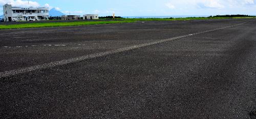 写真:メガソーラー事業者に賃貸されることになった枕崎空港=枕崎市あけぼの町