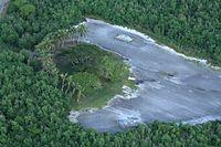 テニアン島には広島・長崎に落とされた原子爆弾を格納したピットが残されている=8月27日、北マリアナ諸島・テニアン島、朝日新聞社機「あすか」から、橋本弦撮影