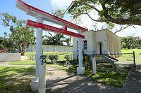 ガラパンにある日本病院跡の近くに残されていた鳥居=8月28日、北マリアナ諸島・サイパン島、橋本弦撮影