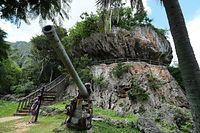 「ラストコマンドポスト」と呼ばれる戦跡。周囲には日本軍の兵器が置かれていて観光資源となっている=8月28日、北マリアナ諸島・サイパン島、橋本弦撮影