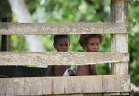 島の子どもたち=9月2日、ソロモン諸島・ガダルカナル島、橋本弦撮影