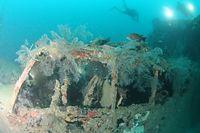 九七式飛行艇の操縦席部分=9月4日、ソロモン諸島・ツラギ島沖、橋本弦撮影