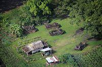 上空から見たテテレ海岸の「博物館」=9月3日、ソロモン諸島・ガダルカナル島、朝日新聞社機「あすか」から、橋本弦撮影