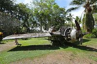 アメリカ軍の戦闘機グラマン。翼が根元の所から折りたためるようになっている=9月3日、ソロモン諸島・ガダルカナル島、橋本弦撮影