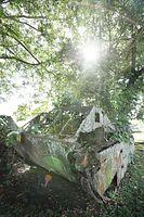 テテレ海岸の「博物館」には上陸時に使用されたアメリカ軍の水陸両用トラクターが展示されている=9月7日、ソロモン諸島・ガダルカナル島、橋本弦撮影