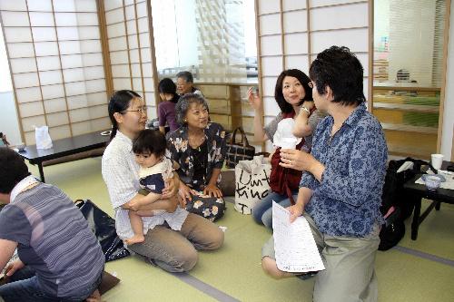 写真:月2回開かれる「さいがい・つながりカフェ」。母子避難者にとって大切な出会いの場となっている=さいたま市中央区