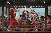 勝山左義長まつりで地区ごとにアレンジされたはやしを演奏する参加者たち=2016年2月27日、勝山市、影山遼撮影