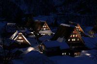 ライトアップされた合掌造り集落=2013年2月1日午後6時2分、富山県南砺市、寺脇毅撮影