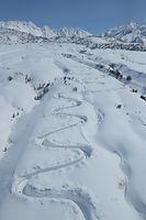 開通に向けて除雪作業が進む立山黒部アルペンルート=2015年3月15日、富山県立山町、朝日新聞社ヘリから、橋本弦撮影