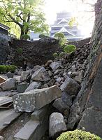 石垣が崩れた熊本城=15日午前7時45分、熊本市中央区、青山芳久撮影