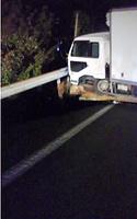 地震による高速道路の陥没に落ちたトラック=国土交通省提供