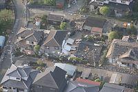倒壊した民家が集中した被災現場=15日午前7時、熊本県益城町、朝日新聞社ヘリから、森下東樹撮影
