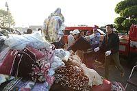 地震から一夜が明け、役所に届いた毛布=15日午前7時3分、熊本県益城町、上田幸一撮影