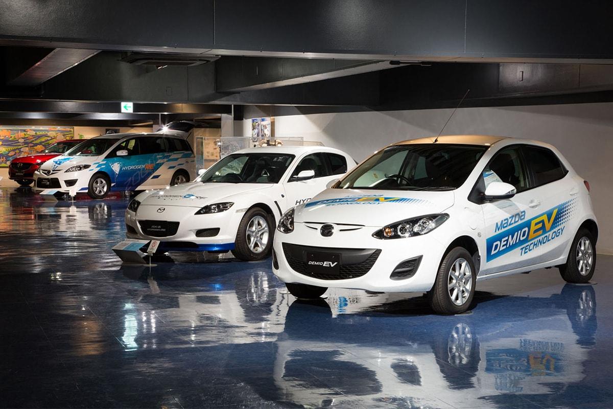 電気自動車「デミオEV」にロータリーエンジンを積んだ試作車を作るなど、技術開発も進めている