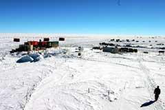 標高3810mにあるドームふじ基地に到着