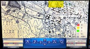 写真:大正時代の地図(左側)と見比べると、液状化が懸念される土地(黄色い場所)に、昔は池があった。