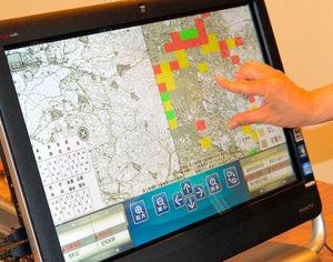 写真:タッチパネルで操作できる「減災まちづくり情報システム」