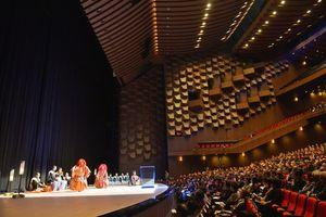 写真:開業記念式典で披露された能楽「猩々乱」=3日午後、大阪市北区のフェスティバルホール、水野義則撮影