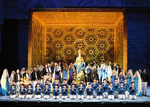 写真:歌劇「オテロ」の総稽古で歌う子どもたち=9日、大阪市北区のフェスティバルホール、森井英二郎撮影