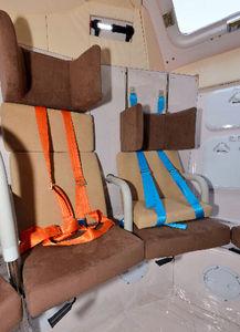 写真:座席のヘッドレストや座面は子ども用に高さを変えられる=6日、東京・霞が関の国土交通省、瀬戸口翼撮影