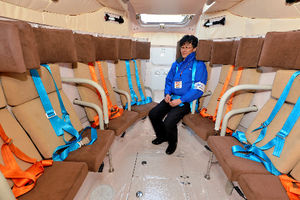 写真:津波救命艇の船内。大人25人が座れる=6日、東京・霞が関の国土交通省、瀬戸口翼撮影