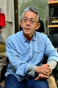 写真:漫画家の細野不二彦さん=東京都大田区、羽賀和紀撮影