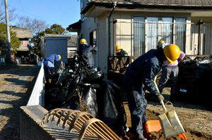 写真:住宅除染の現場=1月、福島県楢葉町