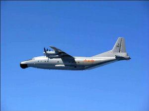 写真:中国軍のY8早期警戒機=防衛省提供