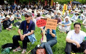 写真:集会に参加した人たち=14日午後、東京都江東区亀戸の亀戸中央公園、小川智撮影